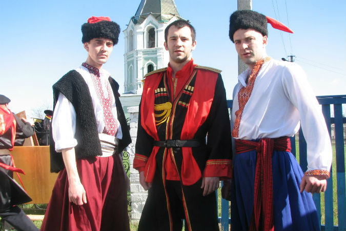 Николай Леонов (в центре) состоял в казачестве. Фото: соцсети.