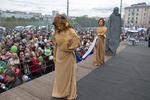 На День России в Мурманске ожил «Алеша» и заглянули Эдвард Руки-ножницы, Кармен и Родина-мать