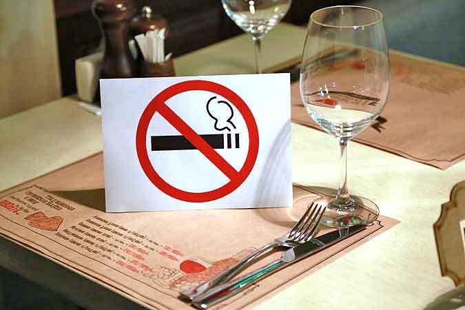 Заборона куріння позитивно впливає на відвідуваність ресторанів.