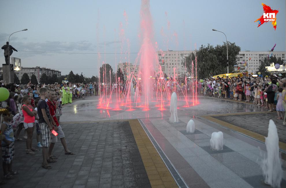 свето-музыкальный фонтан.