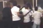 Охрана турецкого отеля закидала русских туристов стульями, когда те потребовали сразу заселить их в номера