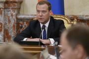 Медведев предложил увеличить штрафы для безбилетников