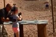 Девятилетняя девочка случайно застрелила своего инструктора по стрельбе