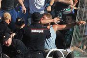 Появилось видео, на котором омоновец бьет дубинкой инвалида на футбольном матче «Сибирь» - «Томь»