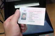 Сортировщица писем возвращала автомобилистам их водительские права за деньги