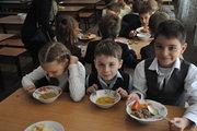 Школьные обеды мира: В Японии - водоросли, на Кубе - жареные бананы, а в Молдове - яблоки и сливы