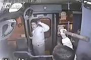 Водитель автобуса спас девушку от грабителя