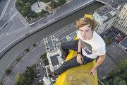 Двух 19-летних руферов задержали при попытке залезть на Спасскую башню Кремля