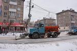 Из-за снегопадов Новосибирск превратился в одну большую Дорогу жизни...