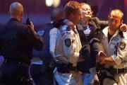 Террорист, который удерживал 30 заложников в Сиднее, был убит полицейскими