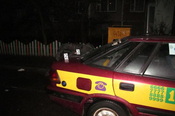 Пьяный минчанин ранил ножом таксиста, отказавшегося его везти