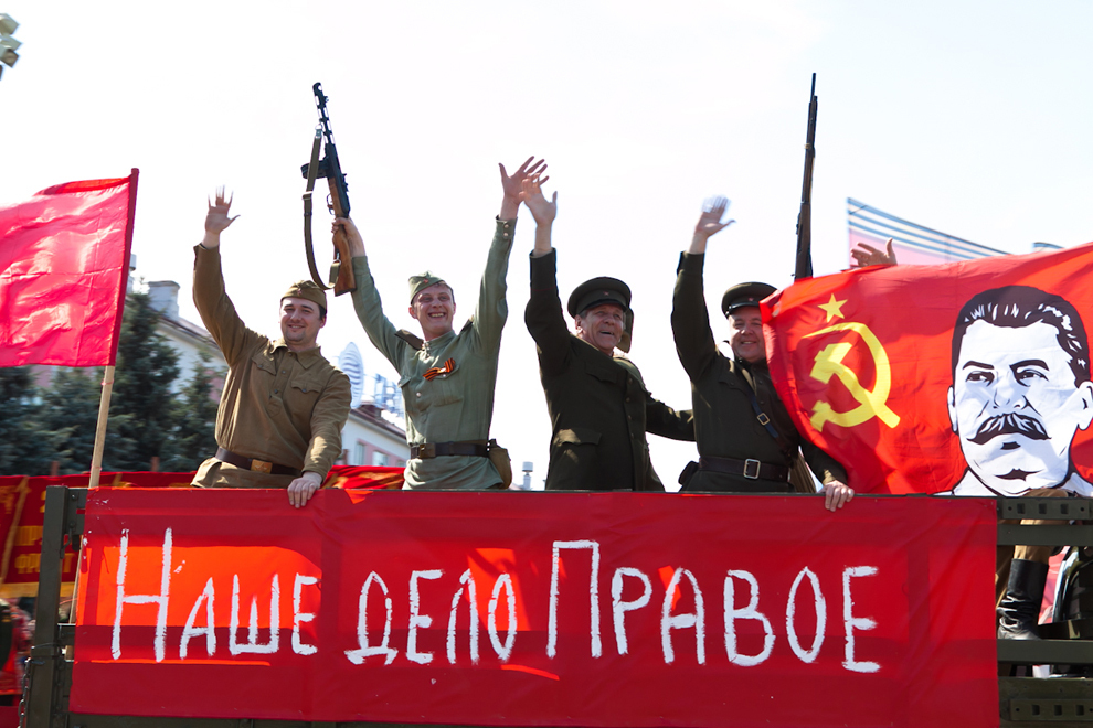 Сталин на флаге. Фото пресс-службы горадминистрации.