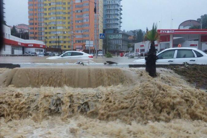 Затопленный Сочи будет спасать техника из Ростова В зону стихийного бедствия...
