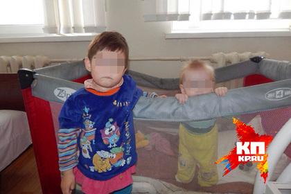 Семейная пара бросила троих малышей, закрыв их в съемной квартире