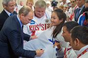 Владимир Путин - паралимпийцам: Негостеприимно вы все выиграли, но мы вами гордимся