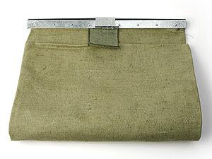...грабитель выбросил свою добычу - инкассаторскую сумку с деньгами.
