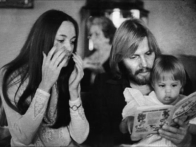 Маленькая Анджелина Джоли с родителями