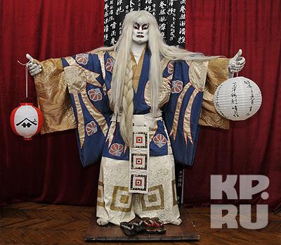 Актер театра Кабуки - белый лев, как символ справедливости и мужества