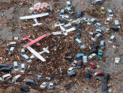 цунами в япнском аэропорту 11.03.211