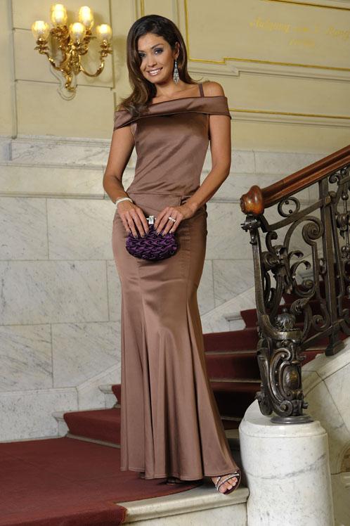 Очень элегантное вечернее платье.