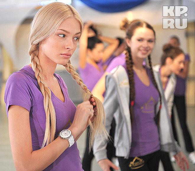 Участницы конкурса 'Мисс Россия' готовятся к финалу в спортивном зале