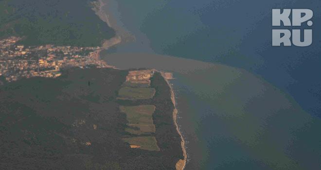 Грязное море в районе Геленджика
