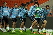 Звездный состав чемпионов мира по футболу опробовал газон стадиона «Динамо»