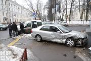 В центре Минска Mazda въехала в дом