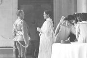 1914 год. Царское село. Александра Федоровна с придворным.