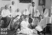 1916 год. Царскосельский госпиталь. Сестры милосердия - великие княжны Ольга и Татьяна с ранеными в Первой Мировой Войне.