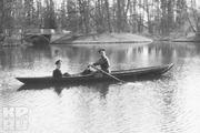 1914 год. Царское село. Николай Второй с сыном катаются на лодке.