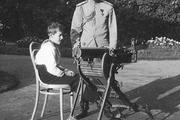 1914 год. Могилев. Император и цесаревич осматривают трофейный станковый пулемет.