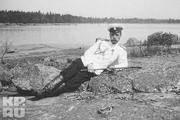 1914 год. Петергоф. Император отдыхает на берегу.
