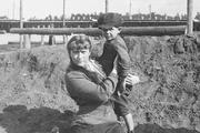 1916 год. Могилев. Великая княжна Мария с сыном сторожа.
