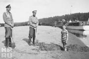 1916 год. Могилев. Император (в центре) вместе с сыном Алексеем и флигель-адъютантом Саблиным.