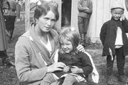 1916 год. Могилев. Великая княжна Татьяна вместе с детьми сторожа.