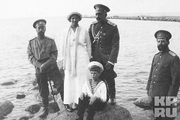 1913 год. У берегов Финляндии.Николай Второй, великая княжна Татьяна и цесаревич Алексей.