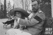 1916 год. Ливадия. Император вместе с дочерью Анастасией на прогулке.