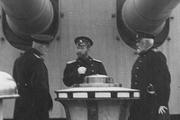 1915 год. Государь в военно-морской форме на крейсере «Россия». Справа от него адмирал, командующий Балтийским флотом Николай Оттович фон Эссен.