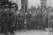 1915 год. Могилев. Император с солдатами и офицерами Ставки.