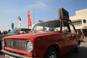 Выставка ретро-авто на площади 100-летия Ленина
