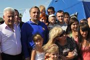Владимир Пучков посетил пункты временного размещения беженцев из Украины