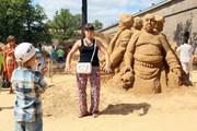 Песчаные скульптуры на пляже Петропавловской крепости