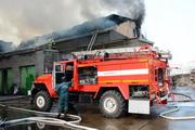 Новосибирские пожарные борются с огнем на улице Сухарной