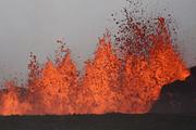 """Исландия объявила """"красный"""" уровень опасности из-за начала извержения вулкана"""