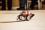 В Петербурге роботы соревновались в силе и ловкости