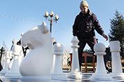Турнир по гигантским уличным шахматам прошел в Иркутске