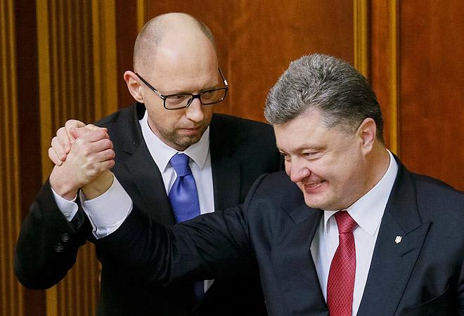 Верховная Рада восьмого созыва, сформированная по итогам недавних выборов, приступила к работе в Киеве. Полномочия премьер-министра Арсения Яценюка поддержало абсолютное большинство депутатов.