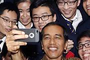 Избранный на недавних выборах новый президент Индонезии с первых дней своего избрания стал самой обсуждаемой фигурой в стране.