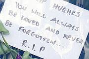 Вся Австралия оплакивает смерть игрока в крикет Филиппа Хьюза. Спортсмен два дня находился в коме после того, как в ходе очередной игры ему в голову угодил мяч. Машина скорой помощи оказалась на стадионе лишь спустя 23 минуты...